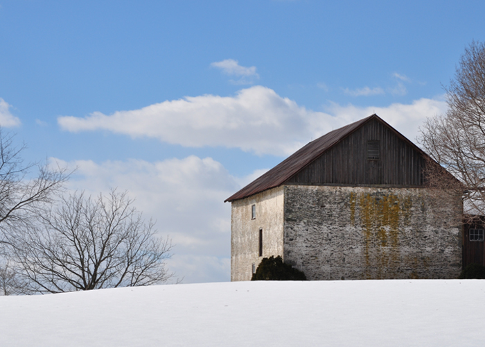 barn-in-snow