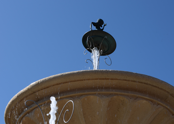 disneyland-remy-fountain