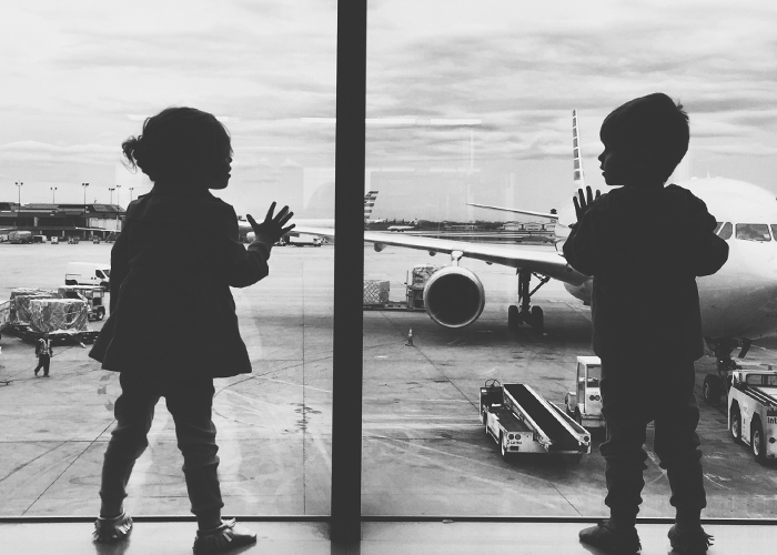 toddlers-at-airport